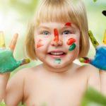ילדה-צבע-משיכות-מכחול-פרפר-תינוקות-ילדים-4-גדלים-חיוך-הדפסת-פוסטר-בית-תפאורה-בד